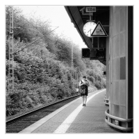 reading-waiting-station-730-am_42093325134_o-Custom